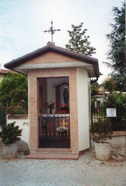 Il capitello della Madonna, costruito proprio sul confine tra le parrocchie di Salzano e Robegano.