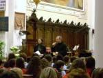 La nostra Veronica e don Paolo danno il benvenuto al pubblico. Seguirà un momento di preghiera.