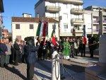Mons. Giuseppe Vardanega benedice il monumento ai caduti e la corona che verrà deposta