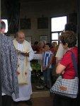 Il parroco di Salzano mons. Giuseppe Vardanega celebra la messa nel tempietto