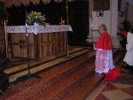 Il Patriarca davanti l'altare