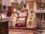 A sinistra il Vescovo di Treviso Andrea Bruno Mazzocato, al centro il Patriarca Angelo Card. Scola, a destra il Parroco di Salzano mons. Giuseppe Vardanega