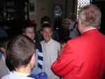Il Patriarca in sacrestia saluta i chierichetti