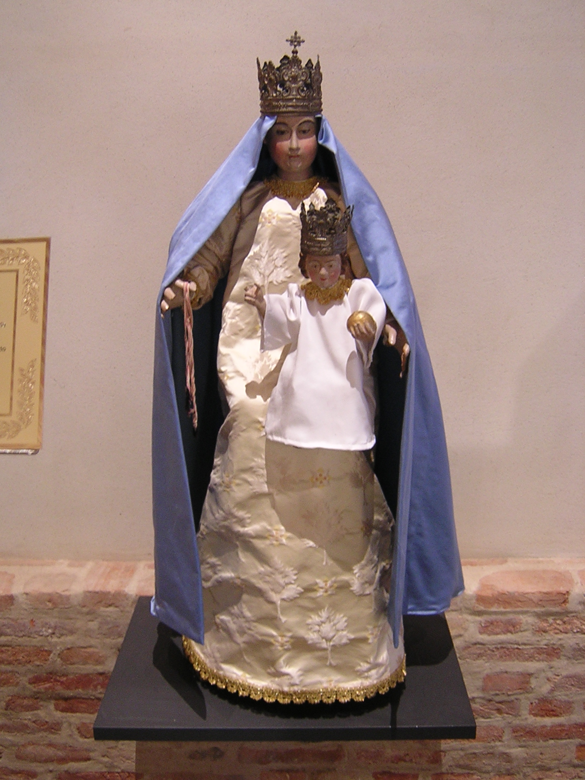 La Madonna della Roata. Restaurata nel 2002. Vedi le foto prima e dopo il restauro.