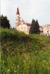 La chiesa della Madonna delle Grazie di Robegano e il campanile visti dall'argine del fiume Marzenego.