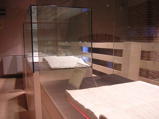 In primo piano un registro dei battesimi dell'epoca di don Giuseppe Sarto