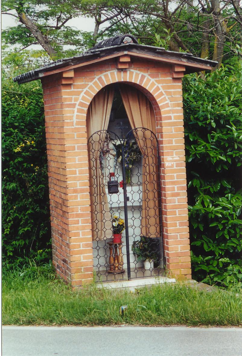 Il capitello all'imbocco ovest di via Toscanigo (sulla strada per Noale).