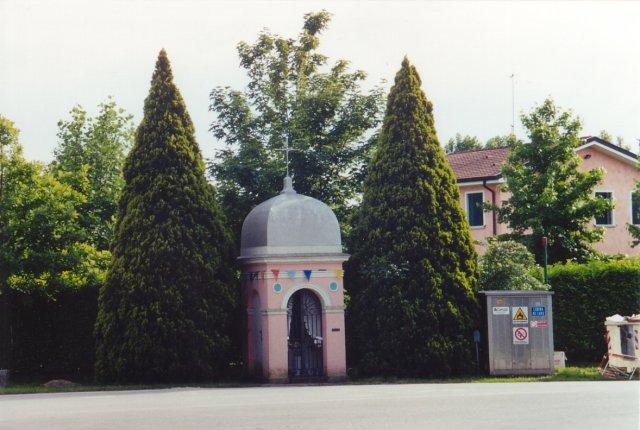 Il capitello di S. Antonio all'imbocco est di via Toscanigo (sulla strada per Robegano).