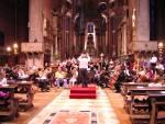 Una vista d'insieme dell'orchestra e dei cori