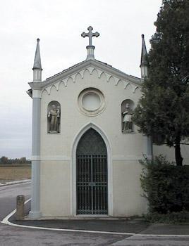 Chiesetta della Roata, costruita nel 1875 su un antico capitello cinquecentesco.