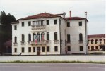 Villa Romanin-Jacur, già villa Donà Delle Rose (seicentesca). Odierno municipio dal 1989